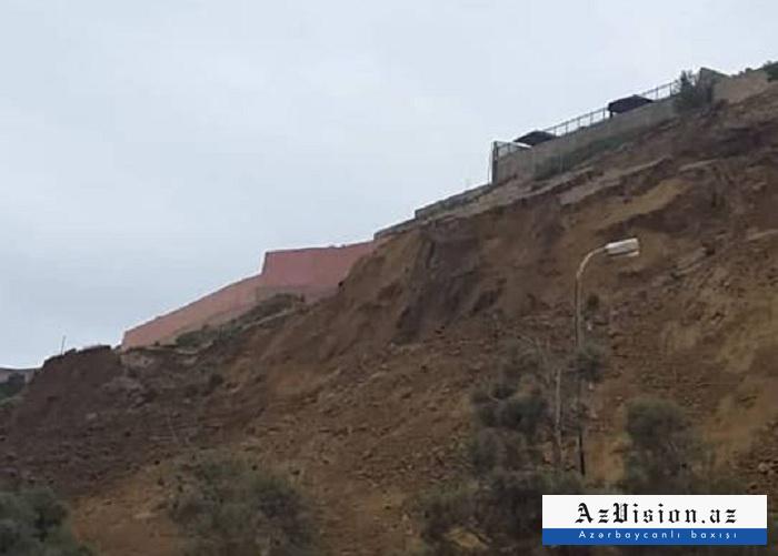 Badamdarda sürüşmə davam edir - Torpaq 6-7 metr çöküb (FOTO)