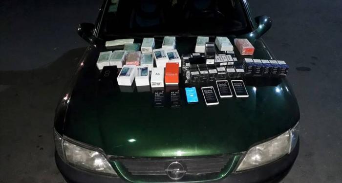 Gömrükdə siqaret və mobil telefon aşkarlanıb