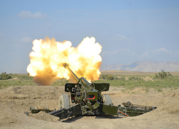 Les unités de missiles et d'artillerie effectuent des exercices de tir de combat - PHOTOS