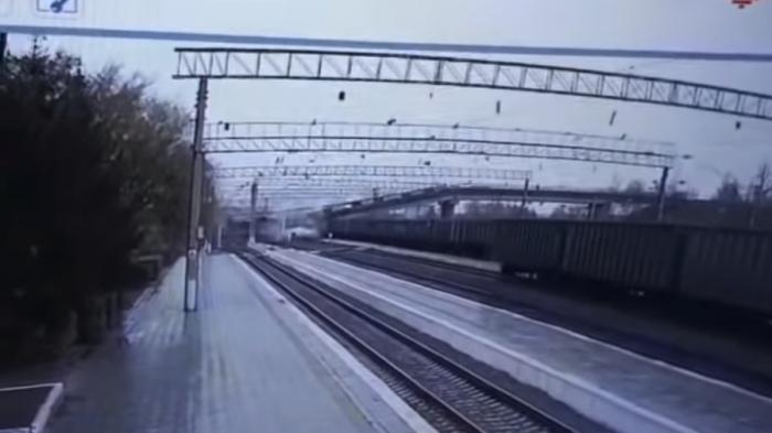 Bridge collapses on world