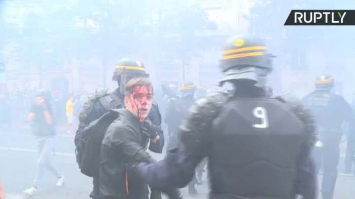 Smoke & blood as French riot police charge union protest against Macron's reforms - VIDEO