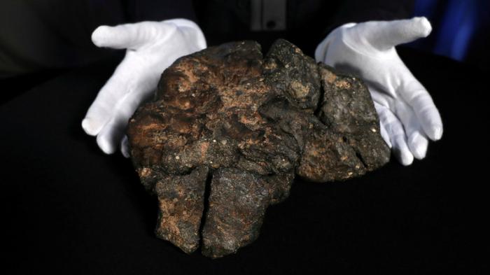 Mondmeteorit wird bei Auktion für über 600.000 Dollar versteigert