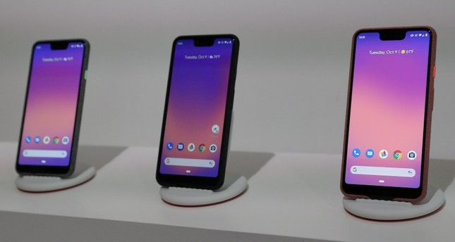 Google unveils Pixel 3 smartphone models with expanded screens