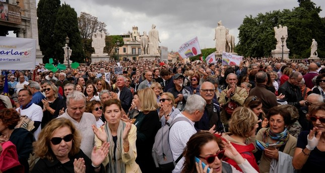 Thousands march in Rome to protest city