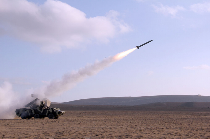 التدريب المستمر لموظفي الدفاع الجوي - فيديو