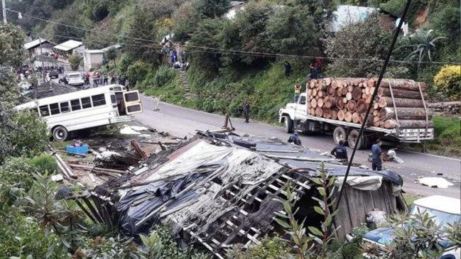 Au moins 11 morts et 24 blessés dans un accident de bus au Mexique