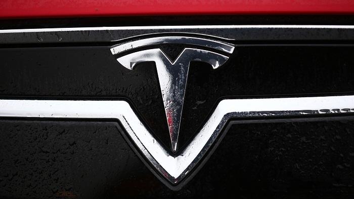 Tesla signe un accord pour une usine de 2 milliards de dollars à Shanghaï