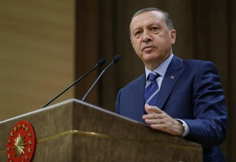 Erdogan suggests referendum on Turkey