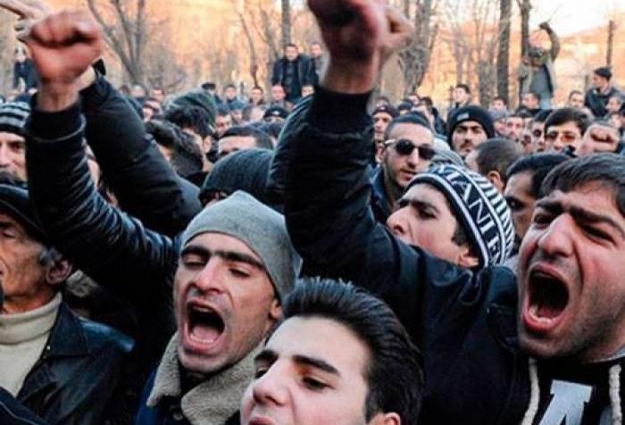 Ermənistanda etiraz aksiyası - İstefa tələb edirlər