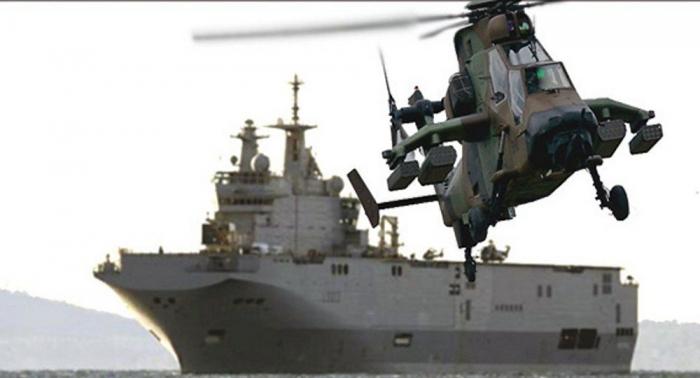 سقوط مروحية على سفينة حربية فرنسية