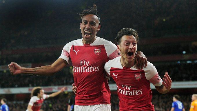 Arsenal hält Anschluss an die Spitze