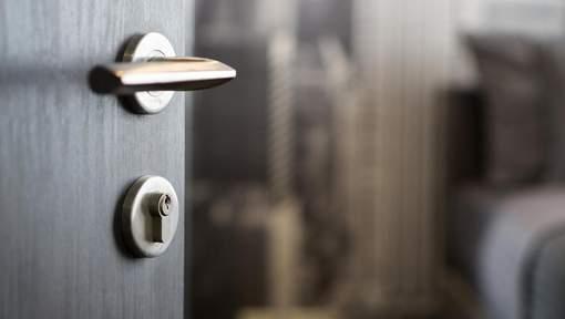 Pourquoi vous devriez toujours fermer la porte de votre chambre la nuit