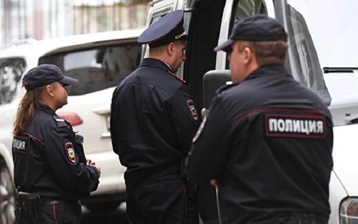 Azərbaycanlı Rusiyada polislərə hücum edib