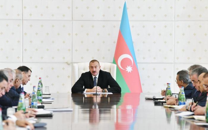 """İlham Əliyev: """"Ən müasir silahlar ölkəmizə gətirilir"""""""