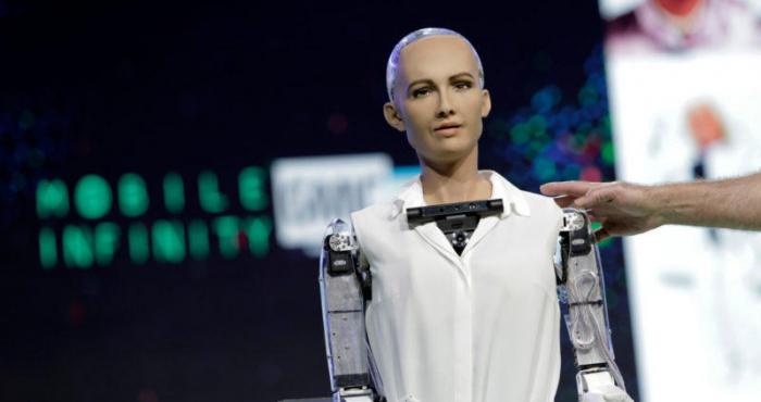 Dünyada vətəndaşlıq alan ilk robot