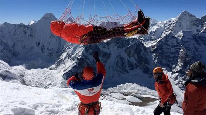 Qar uçqunu nəticəsində 9 alpinist ölüb