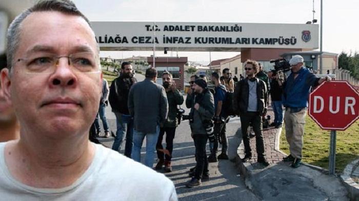 Türkiyə məhkəməsi amerikalı keşiş Bransonu azad etdi