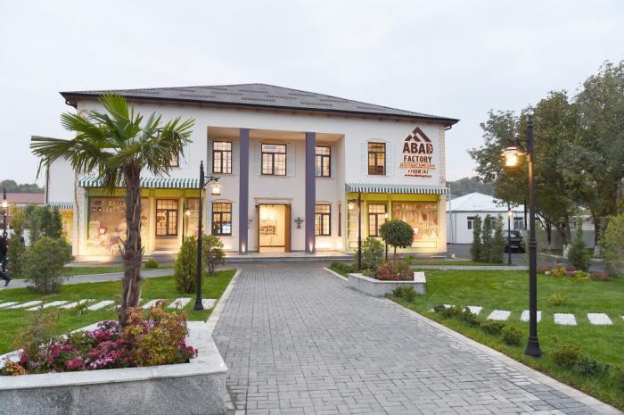 """الرئيس إلهام علييف يحضر حفل افتتاح مجمع إنتاج """"ABAD Factory"""" في قوبا"""