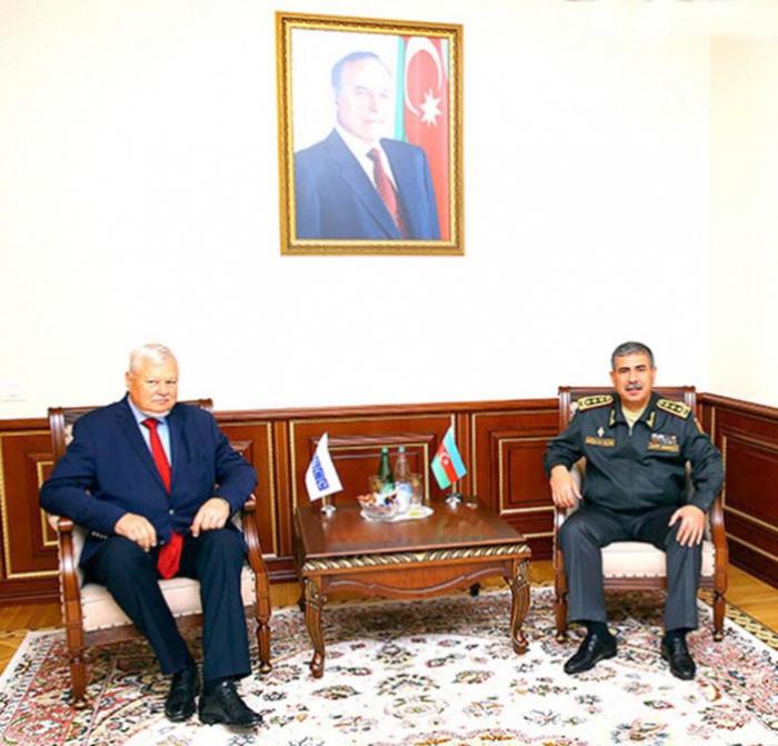 وزير الدفاع يلتقي المبعوث الشخصي للرئيس الحالي لمنظمة الأمن والتعاون الأوروبي