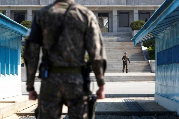 Two Koreas, U.N. forces agree to remove weapons at border