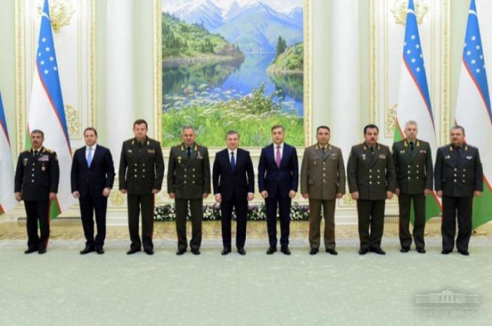 Presidente uzbeko recibe a Zakir Hasanov