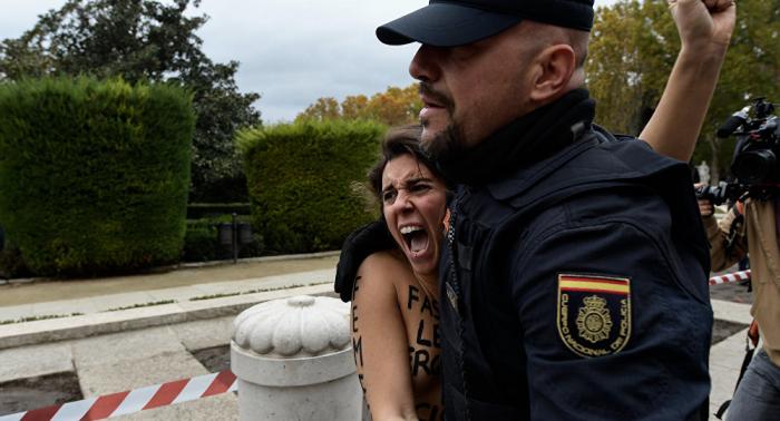 WATCH topless Femen activists disrupt rallies in Madrid
