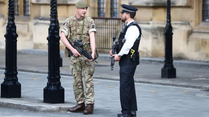 المملكة المتحدة تستعد لنشر 10 آلاف جندي تحسبا لفوضى عارمة