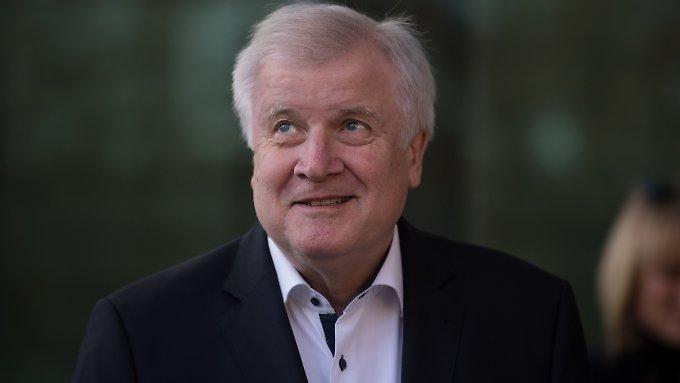 Mehrheit begrüßt Seehofer-Rückzug
