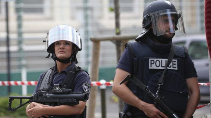 الشرطة الفرنسية تتعامل مع بلاغ عن امرأة تهدد بتفجير قنبلة في مستشفى بمدينة دونكيرك