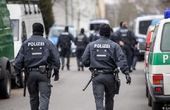 Azərbaycanlı miqrant Almaniyada iki nəfəri bıçaqladı
