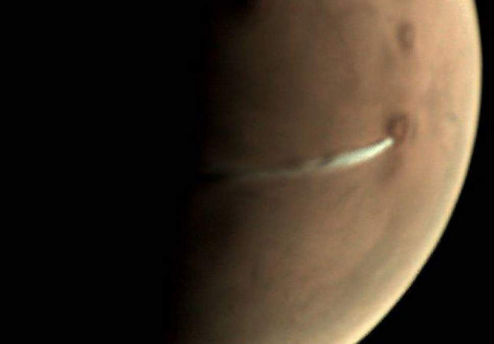 Scientists puzzled by huge cloud coming out of Mars