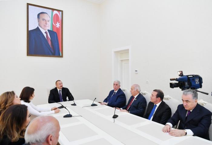 """""""Dilimizə lüzumsuz xarici kəlmələr lazım deyil"""" - Prezident"""