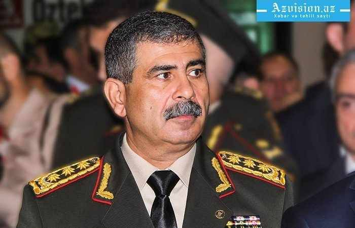 Azerbaijani defense minister holds meeting with command staff of army