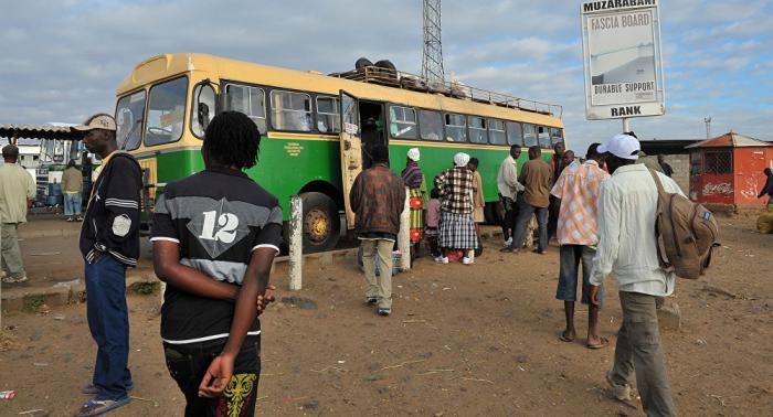 Al menos 47 personas mueren en una colisión frontal de dos autobuses en Zimbabue
