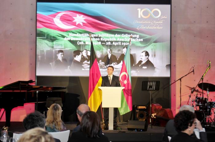 100. Jahrestag der Demokratischen Republik Aserbaidschan in Berlin gefeiert
