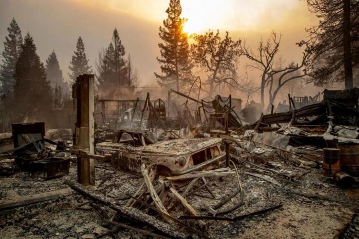 ABŞ-da meşə yanğınları: Yüzlərlə ev kül oldu, ölənlər var