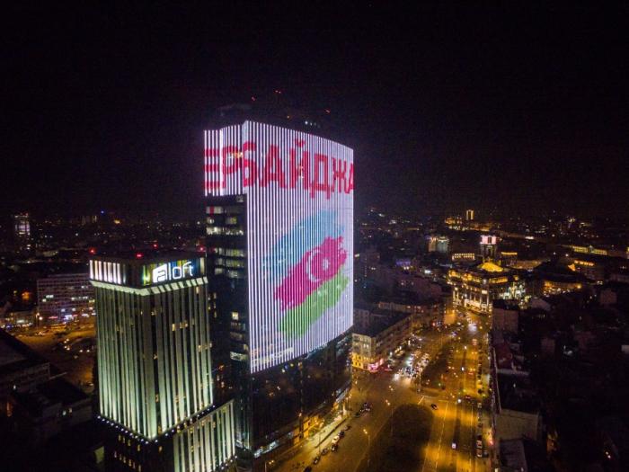 Kiyevin ən hündür binasında Azərbaycan bayrağı əks olundu - FOTO