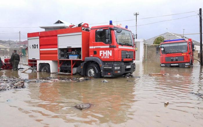 Lənkəranda kəndləri su basıb, 63 nəfər xilas edilib - Yenilənib
