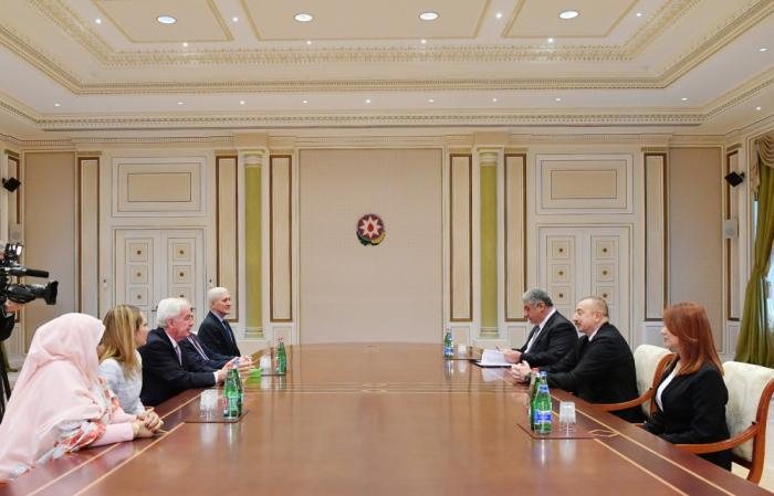 Präsident Ilham Aliyev empfängt eine Delegation um Wada-Präsident