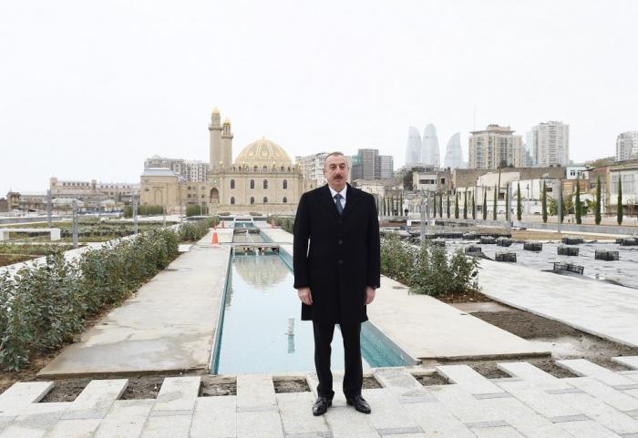 Ilham Aliyev a inspecté l'avancement des travaux autour de la Mosquée Tézépir - PHOTOS