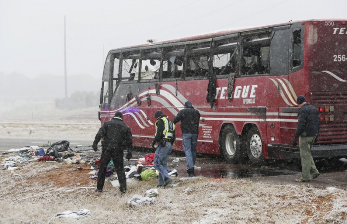 US: 2 dead, 44 hurt in bus crash on icy road near Memphis