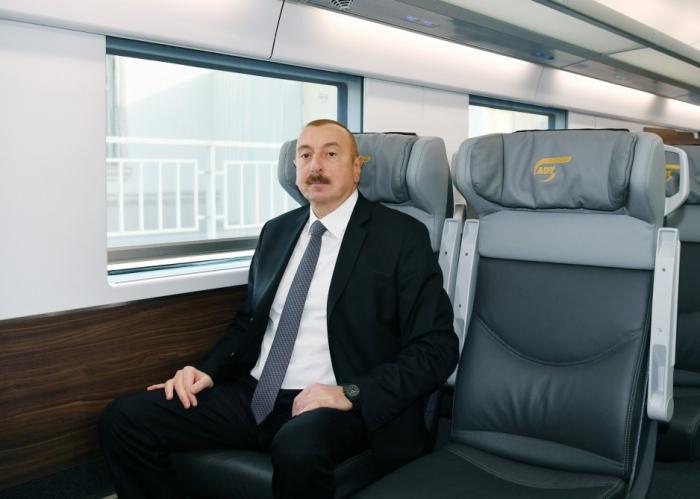 Prezident Sumqayıtdan Bakıya qatarla gəldi - FOTOLAR
