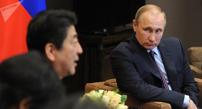 Bei Kurilen-Übergabe: Abe verspricht Putin keine US-Stützpunkte