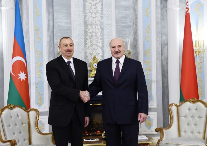 Entretien en tête-à-tête des présidents azerbaïdjanais etbiélorusse