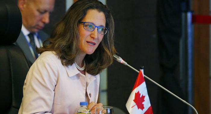 Canciller de Canadá condena el ataque contra fotógrafo canadiense en Kiev