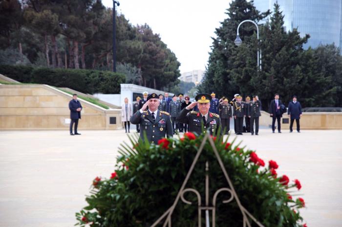 Chiefs of General Staffs of Turkey, Georgia visit Alley of Martyrs in Baku