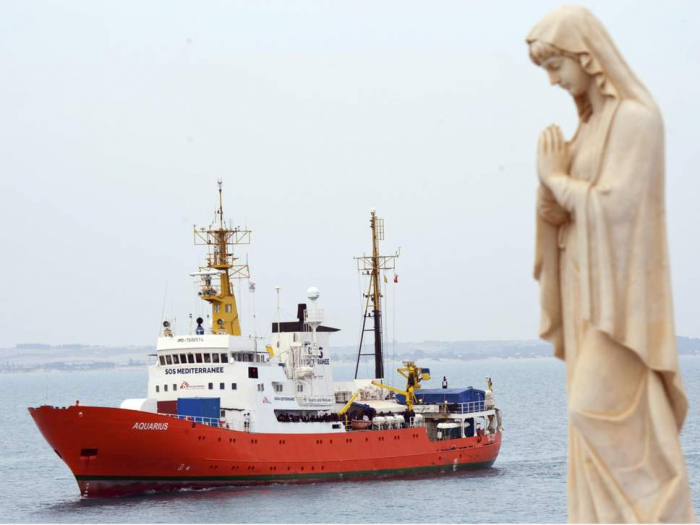 Italy orders seizure of refugee rescue ship over