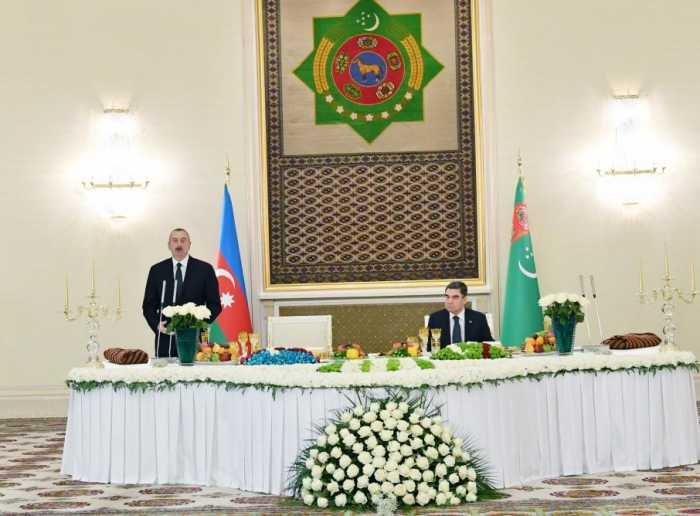 Turkmen president hosts official dinner in honor of Azerbaijani president
