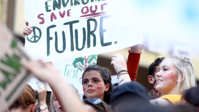 Climate change: Australian students skip school for mass protest