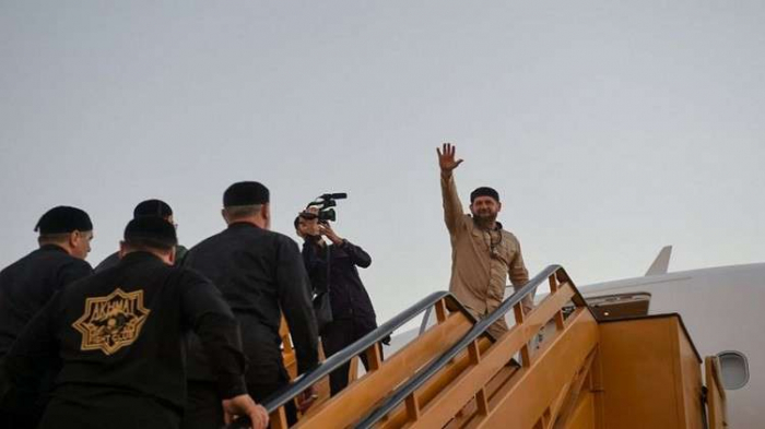 بالصور.. قديروف يزور المسجد النبوي ويصلي فيه
